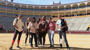 Cours d´espagnol à Madrid: groupe d´étudiants dans les arênes de las Ventas