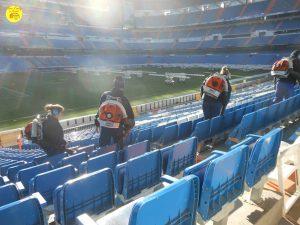 Stage Espagne: étudiant au travail pendant leur stage au stade Bernabeu