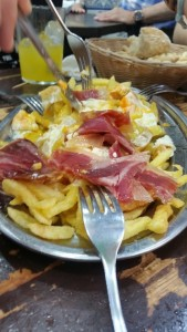 Tapas and Restaurants in Madrid: eggs and ham