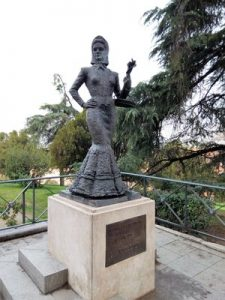 Madrid Quiz: the violets salewoman (La Violetera) statue