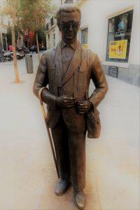 Nuestro juego Madrid Quiz: estatua de un vendedor de lotería de la ONCE
