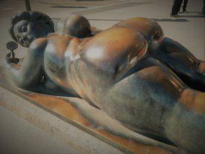 Nuestro juego Madrid Quiz: estatua de Botero, Mujer con Espejo