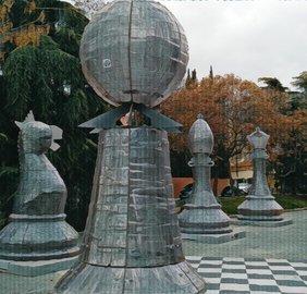Nuestro juego Madrid Quiz: ajedrez gigante en los jardines de Pablo Sorozabal
